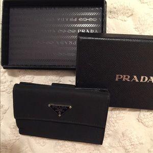 PRADA BLACK WALLET (Great condition) 💯 AUTHENTIC
